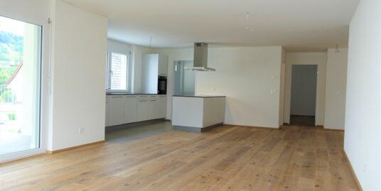 Erstvermietung Unterkulm, attraktive 4.5 Zimmer Wohnung im zweiten Geschoss.